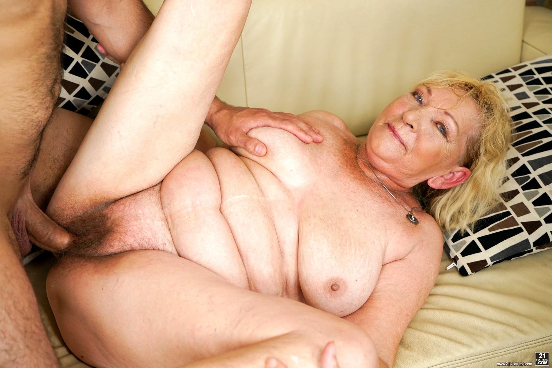 21 Sextreme Alla Hyper Granny Zip Sex Hd Pics-9822