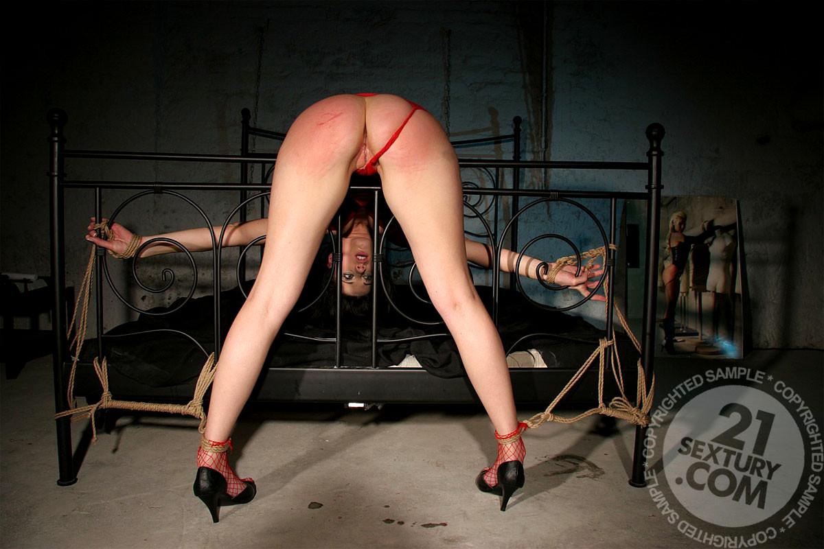 Пока девушку связали и отшлепали фото олимпиады порно