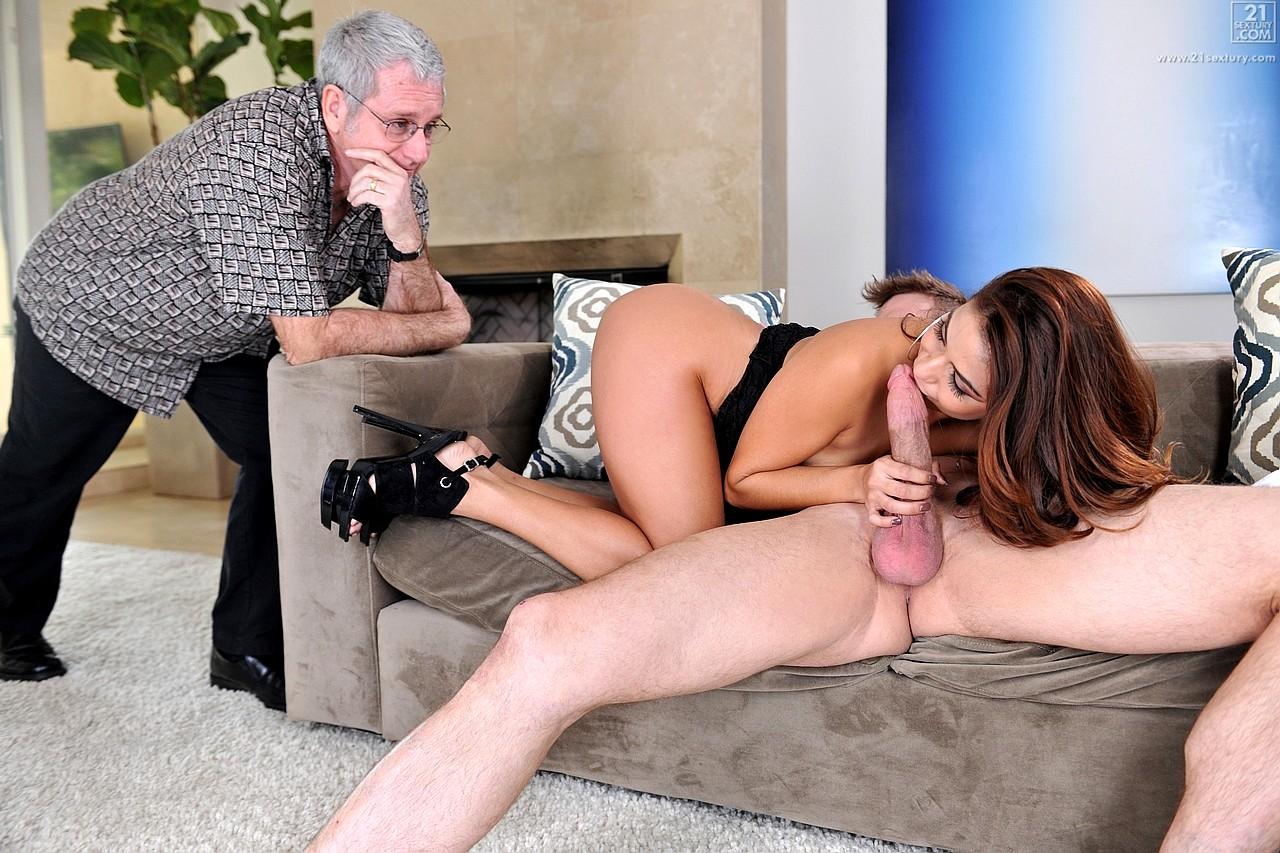 муж смотрит как трахают жену - 8