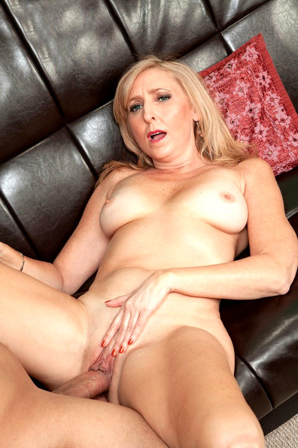 Hot milf does her sons frined