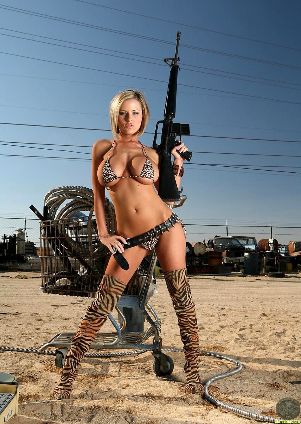 babe-with-guns-anal