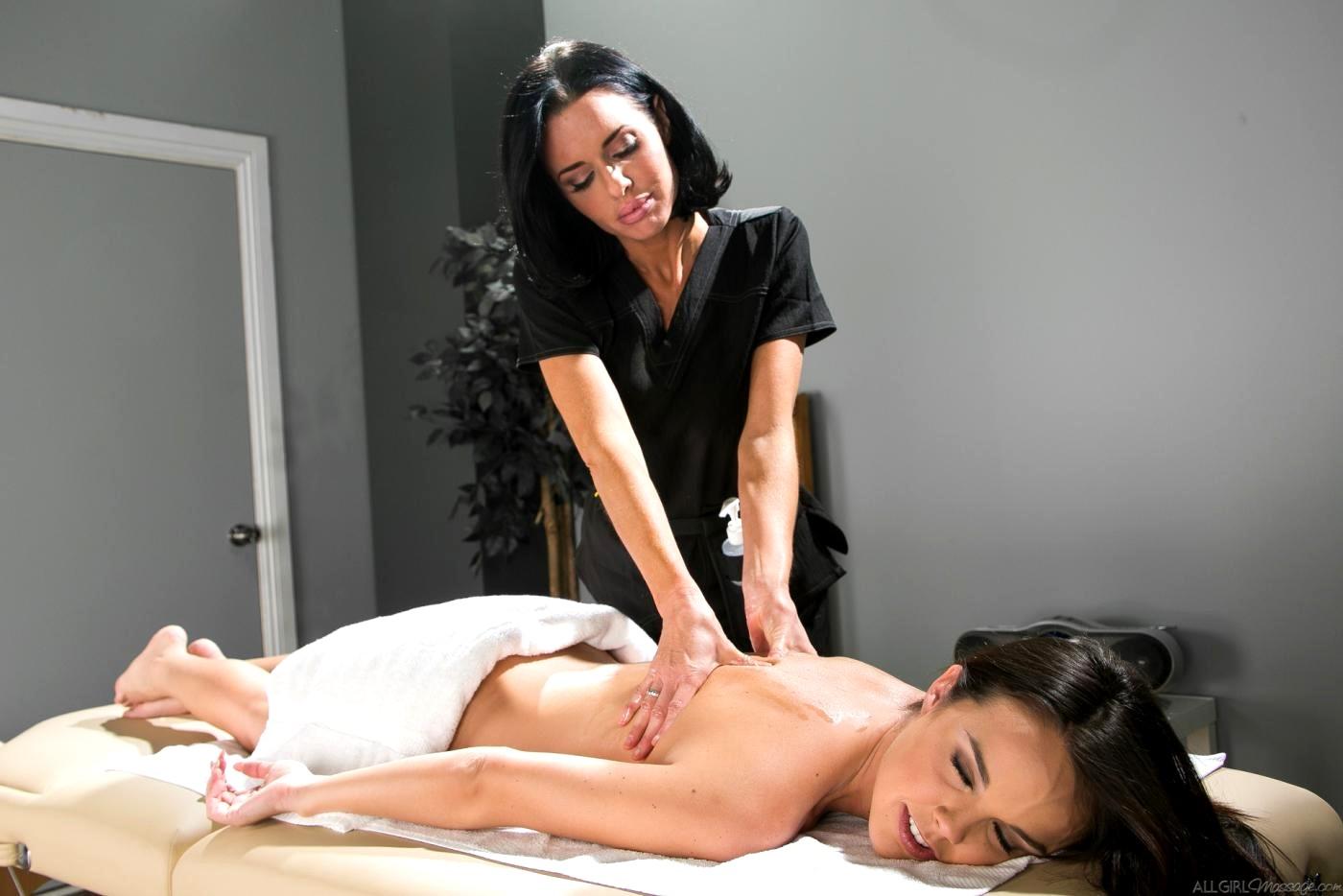 Порно видео массажистка соблазняет клиента