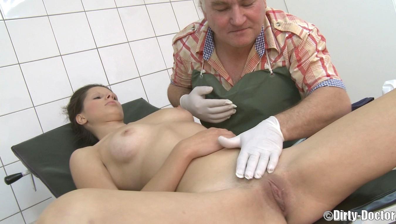 грязный врач трахает администратор сдуру