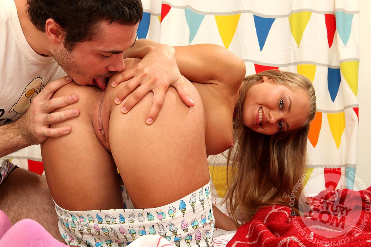 Секс с молодой кокеткой, Русская кокетка пленила массажиста на интенсивный 1 фотография