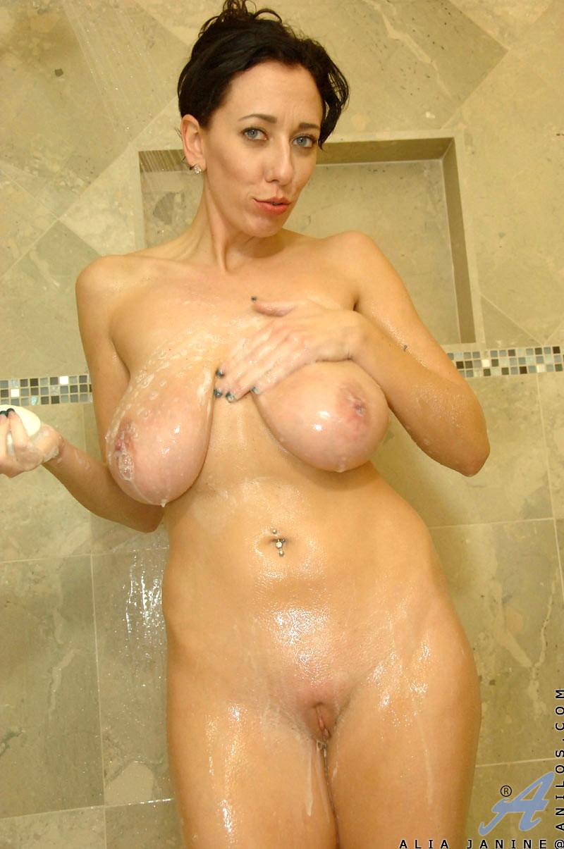 busty-naked-milf-shower-ass-hot-gold