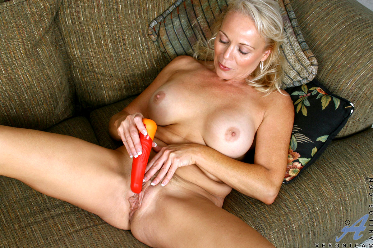 Horny hot mom spreading her naked pussy lips to toy with dildo in the mirror