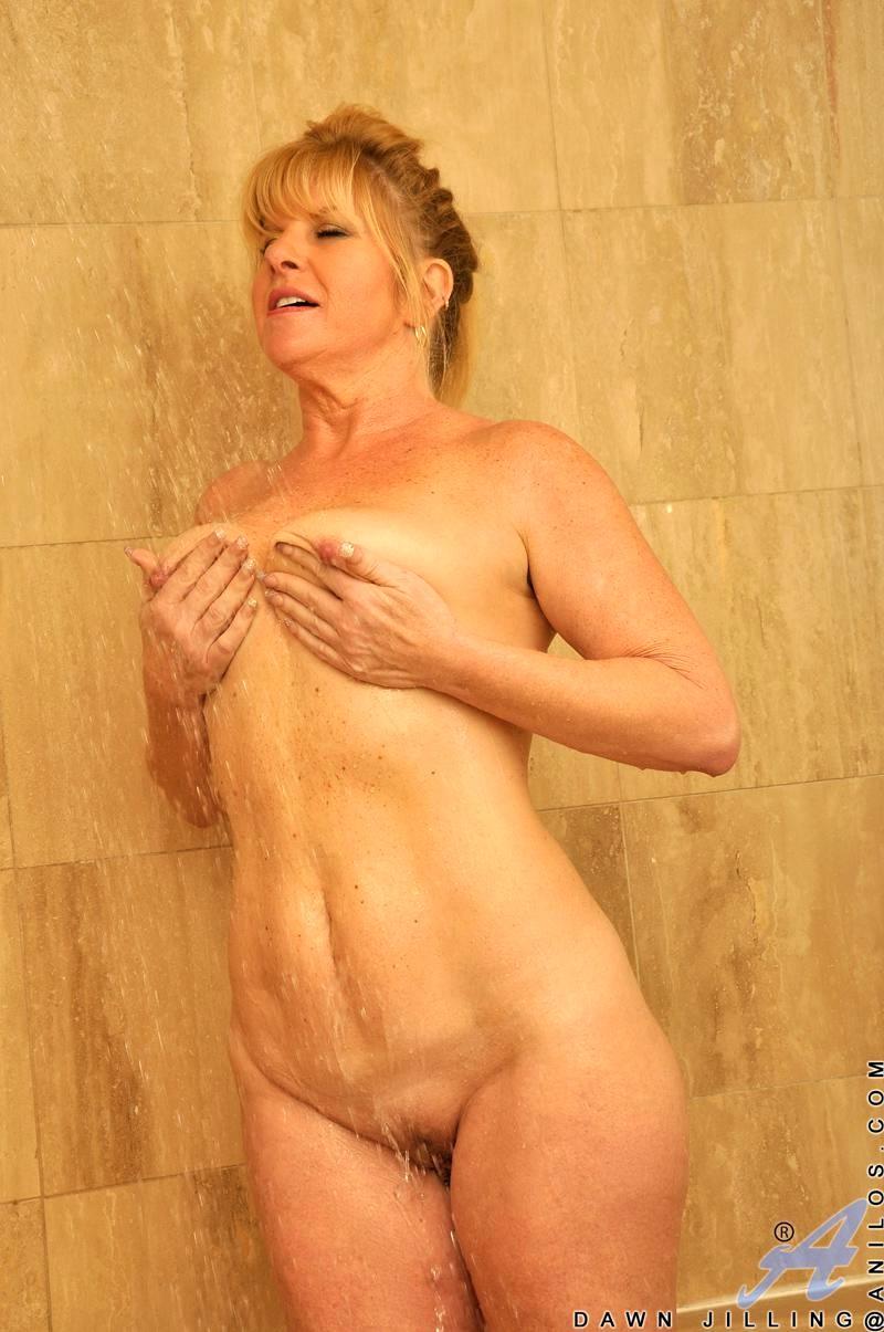 Деградирует смотреть как тетя принимает душ про секс