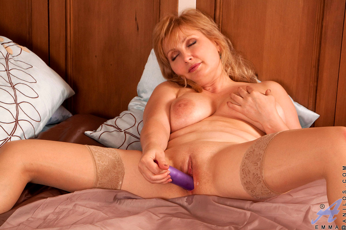 mature-hottie-with-nice-rack-masturbating-free-couples-double-dildo-sex-video