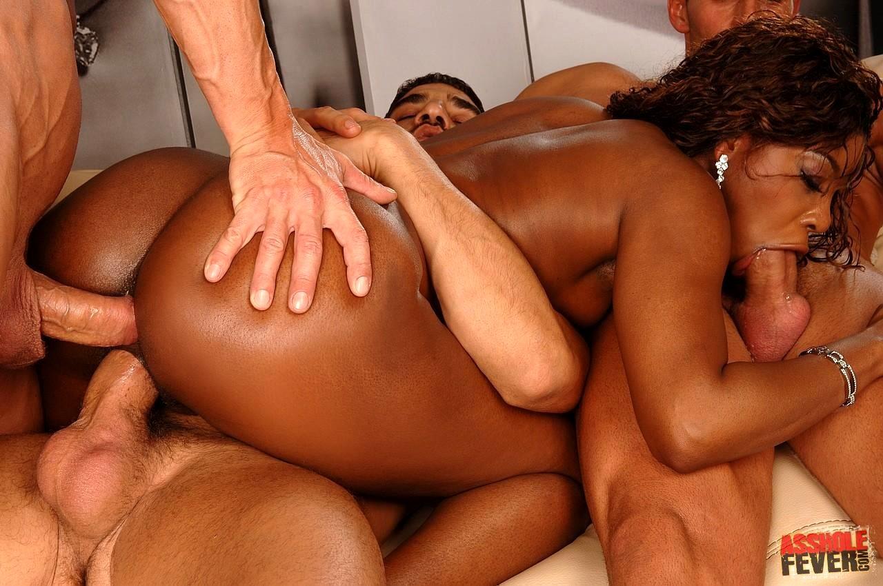 бразильские красивые в номере и мужчины групповое порно продолжим