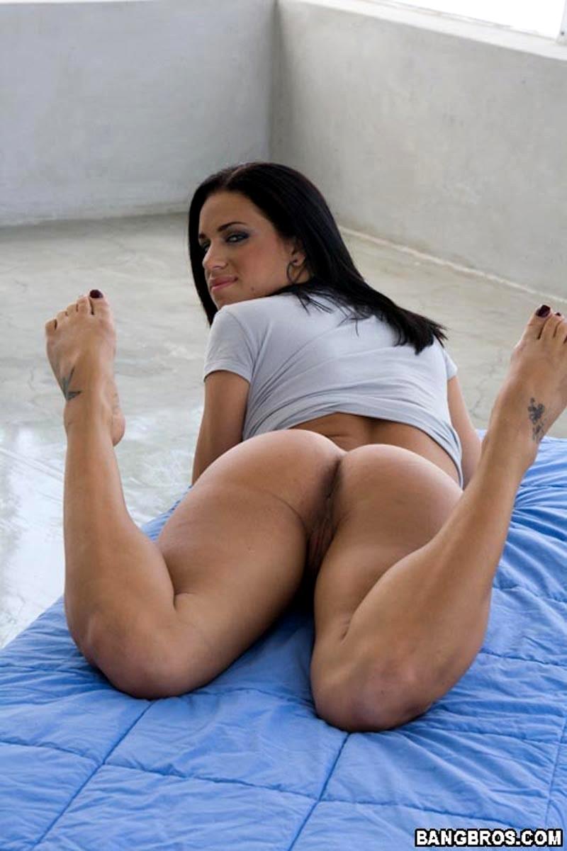 mia-banggs-nude