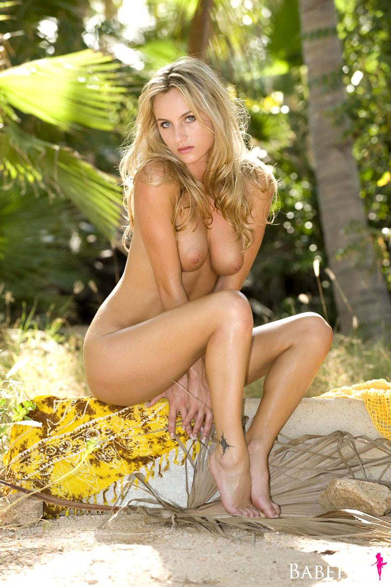 hot naked chicks hunting