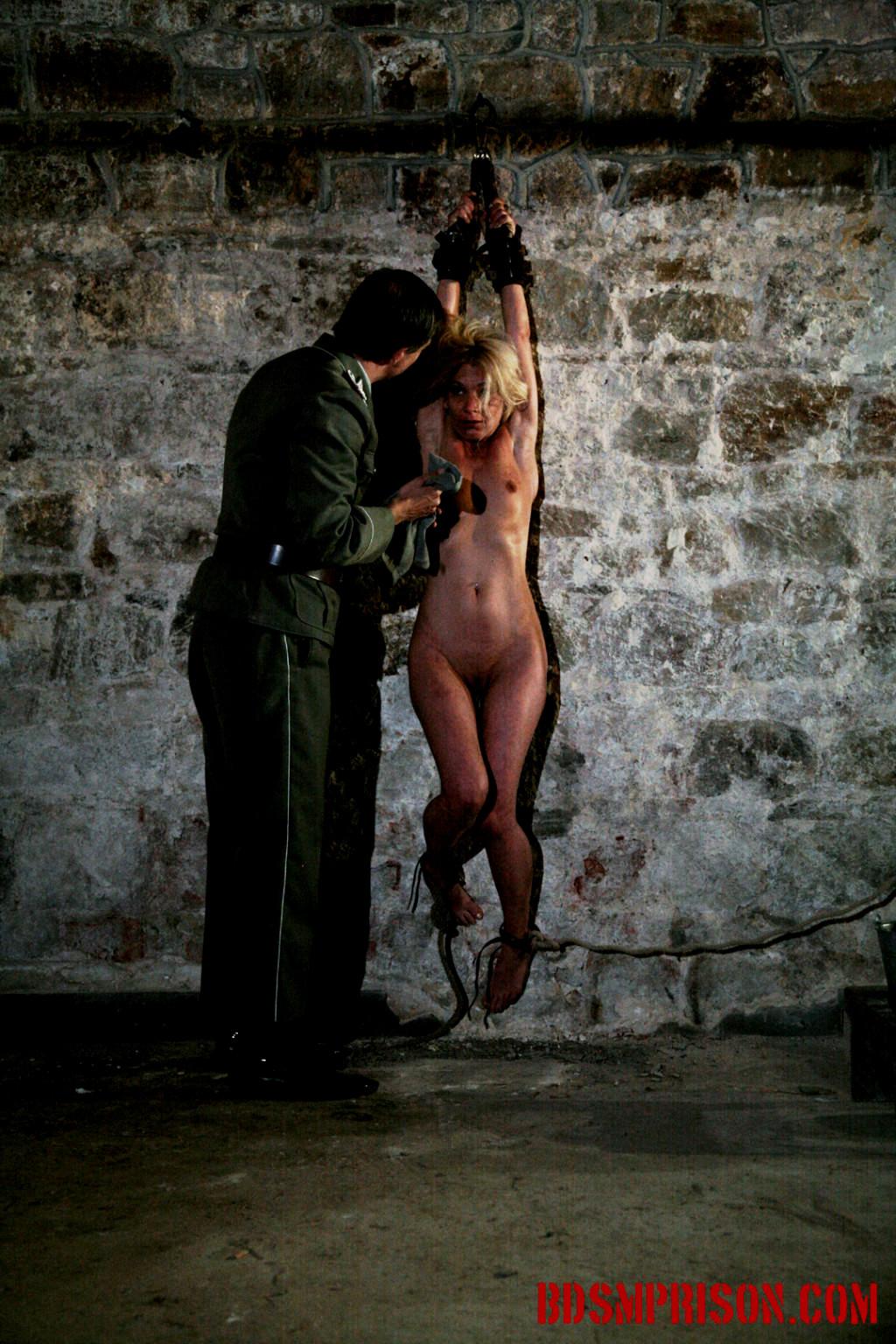 Чулках пришла бдсм в тюрьме фото