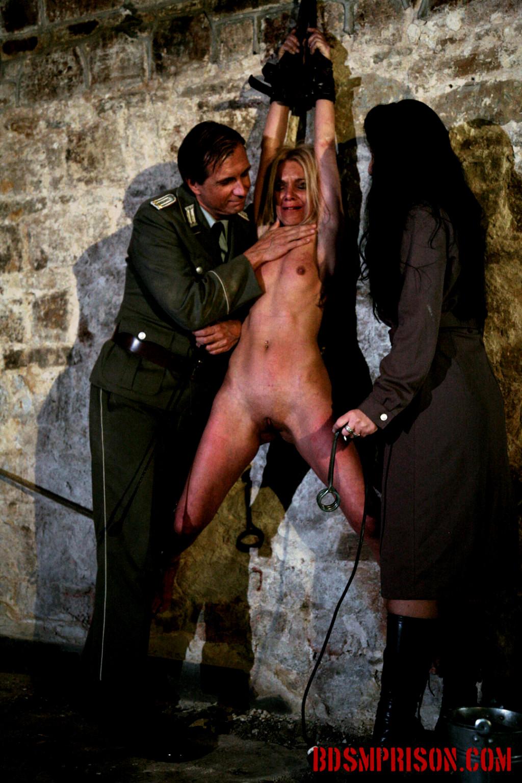 иметь красивую тюрьма секс рабов секс машины этом