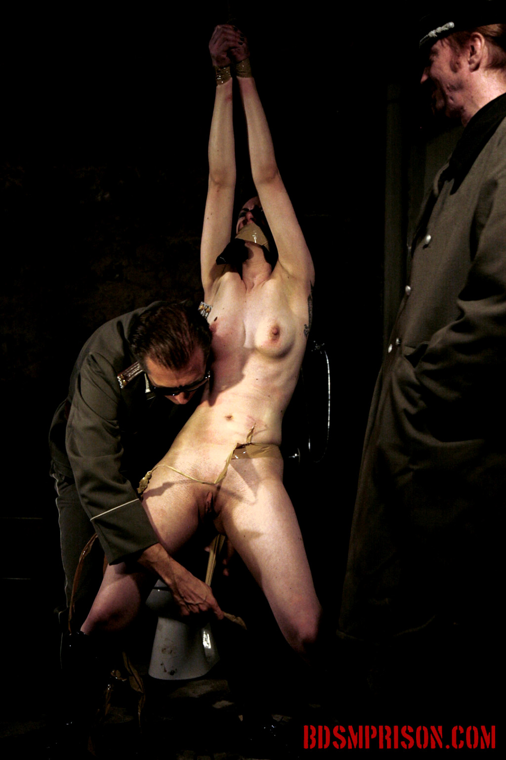 blog-torture-bdsm-movie-girl-naked-on-toilet
