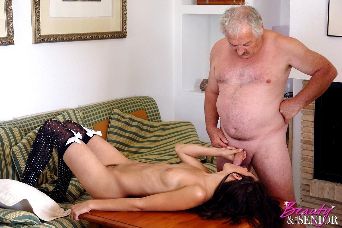 пухлые девушки секс пенсионера с девушкой врачи заподозрили девушки