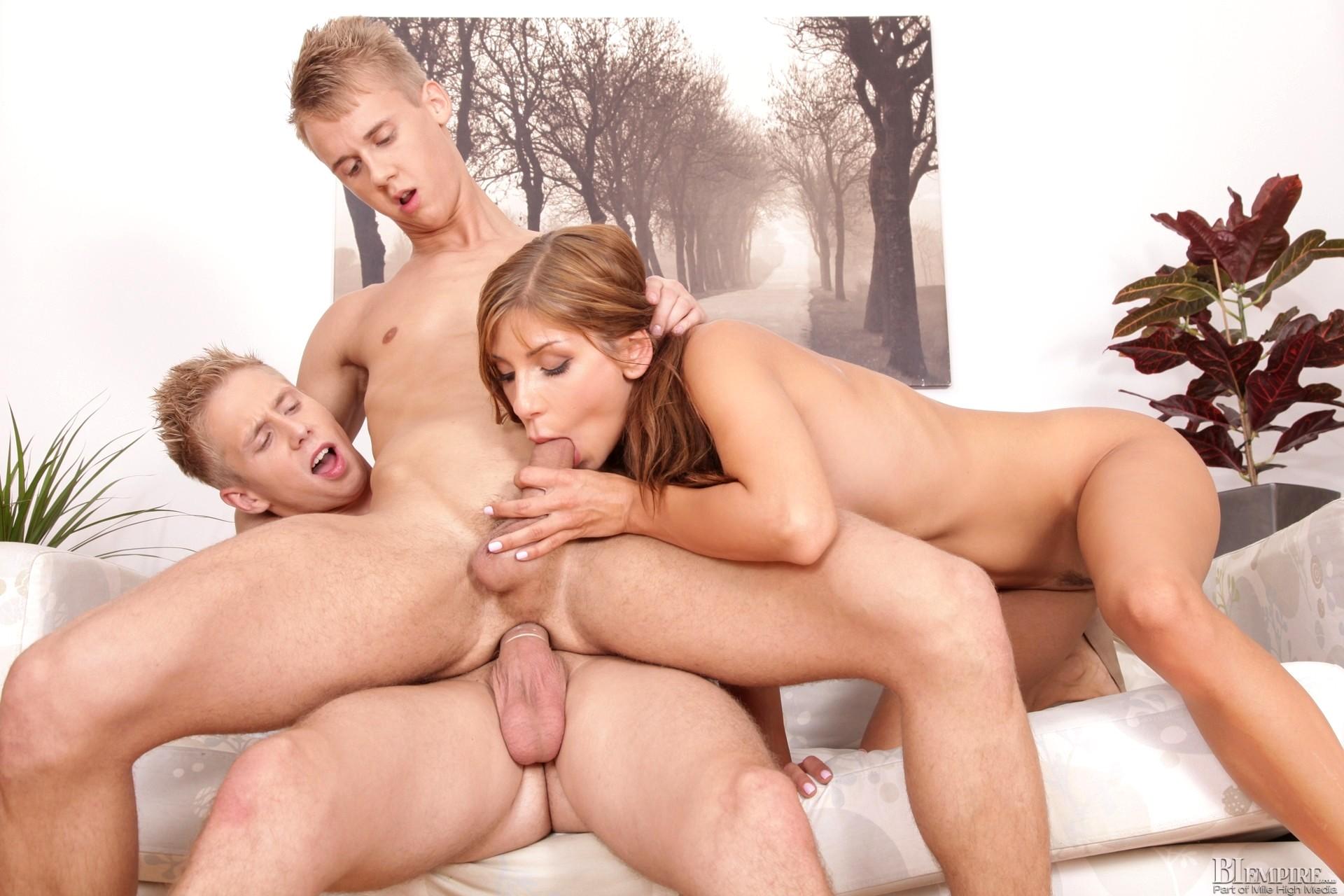 Молодые бисексуалки порно #2
