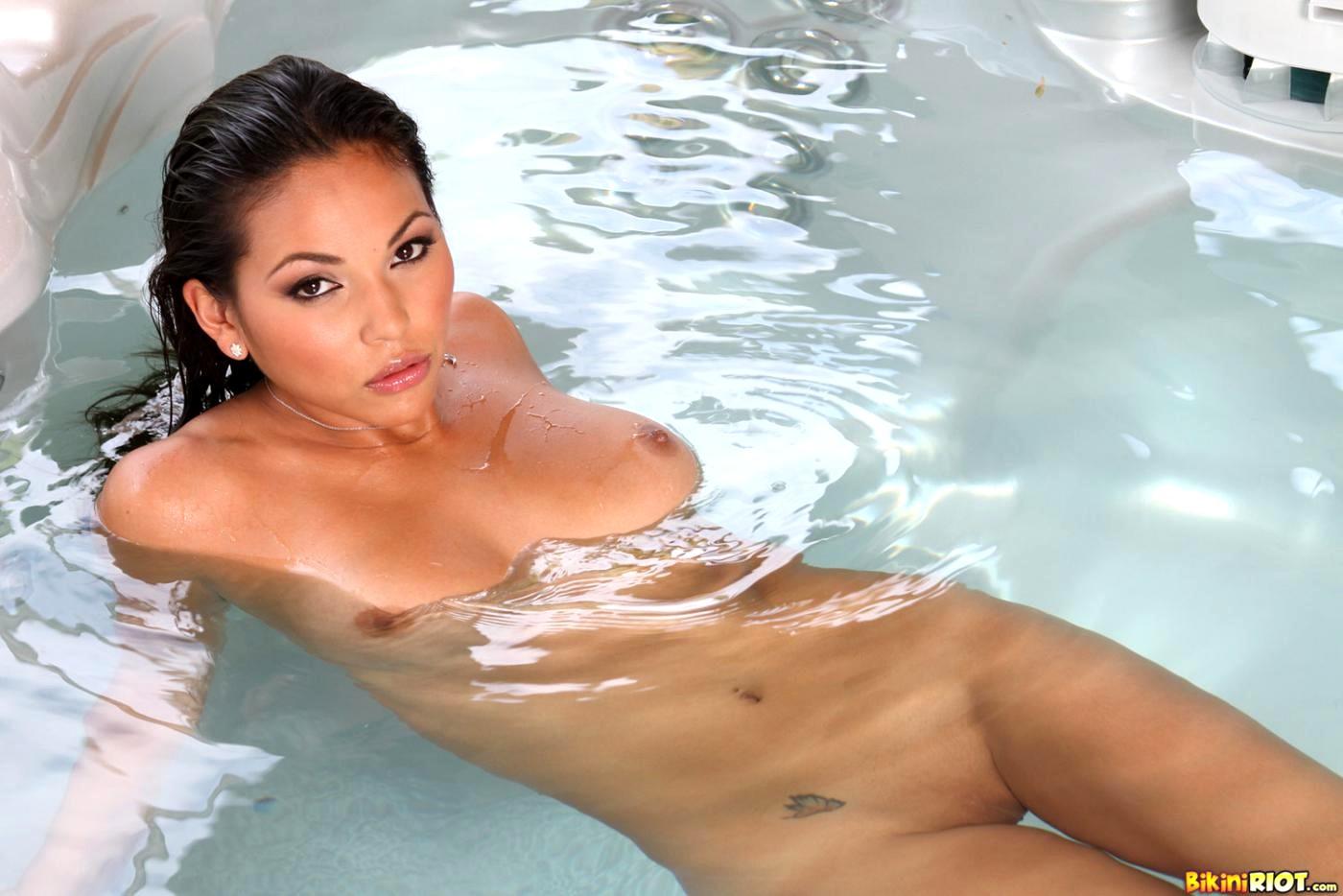 wet-latina-nude