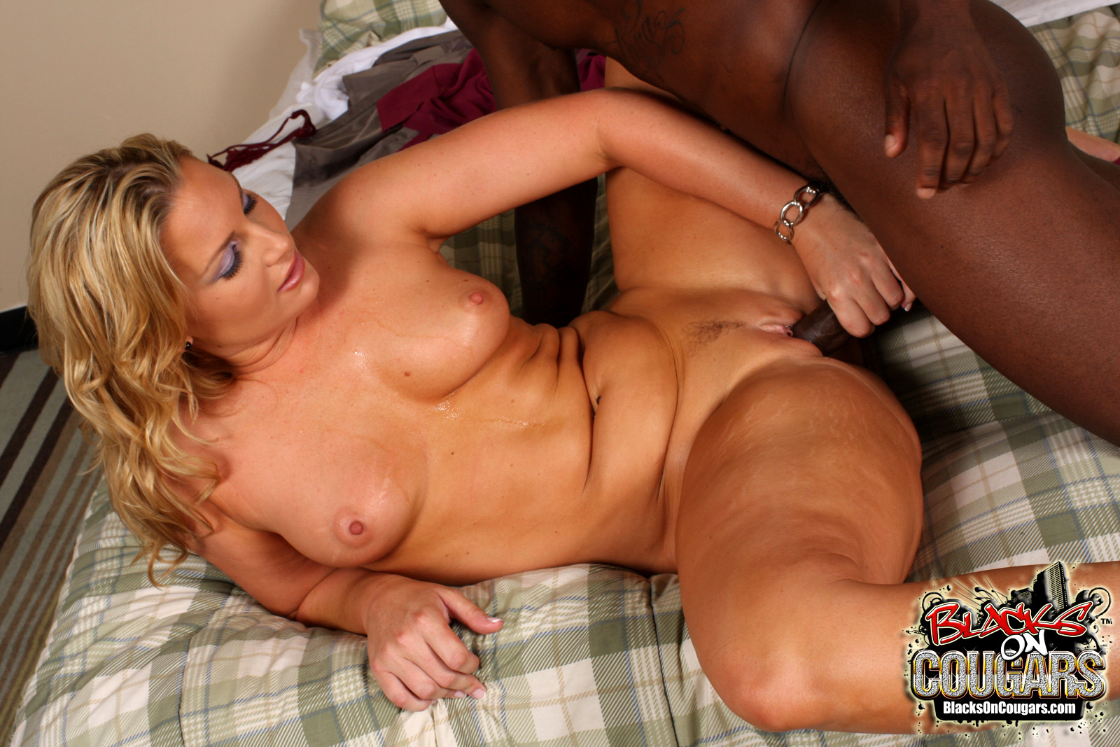 black-pounding-blonde-milf-asian-paradise-restaurant