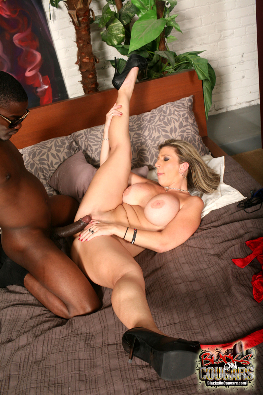 Horney hot cougar fuck free sex pics