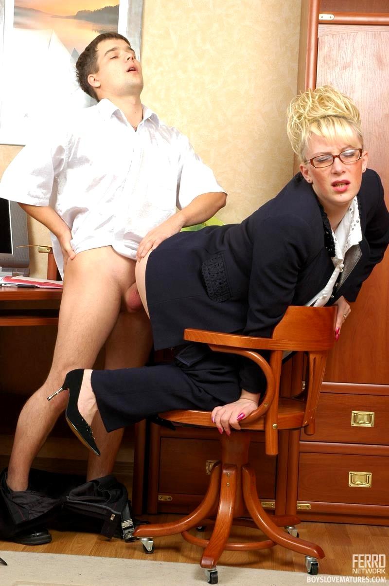 razvratnoe-porno-foto-anna-ardova-staraya-vagina-krupno-video