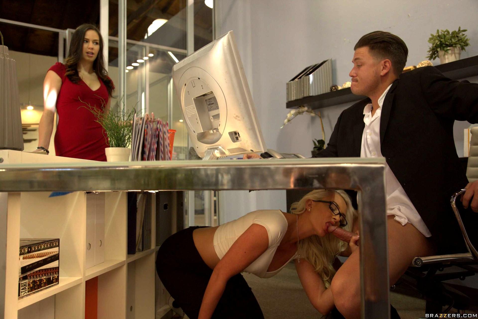 Рассказы про минет под столом, Утренний миньет для шефа - порно рассказы 20 фотография