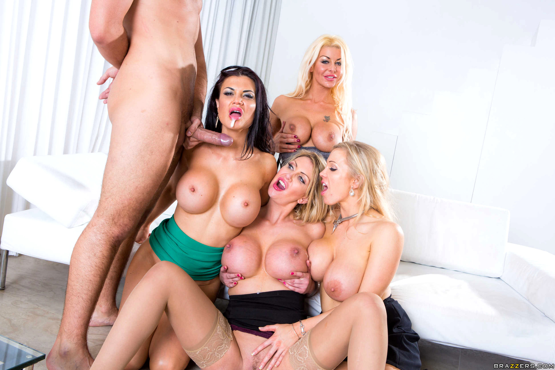 Brazzers sexy housewife with big boobs full photo in comments