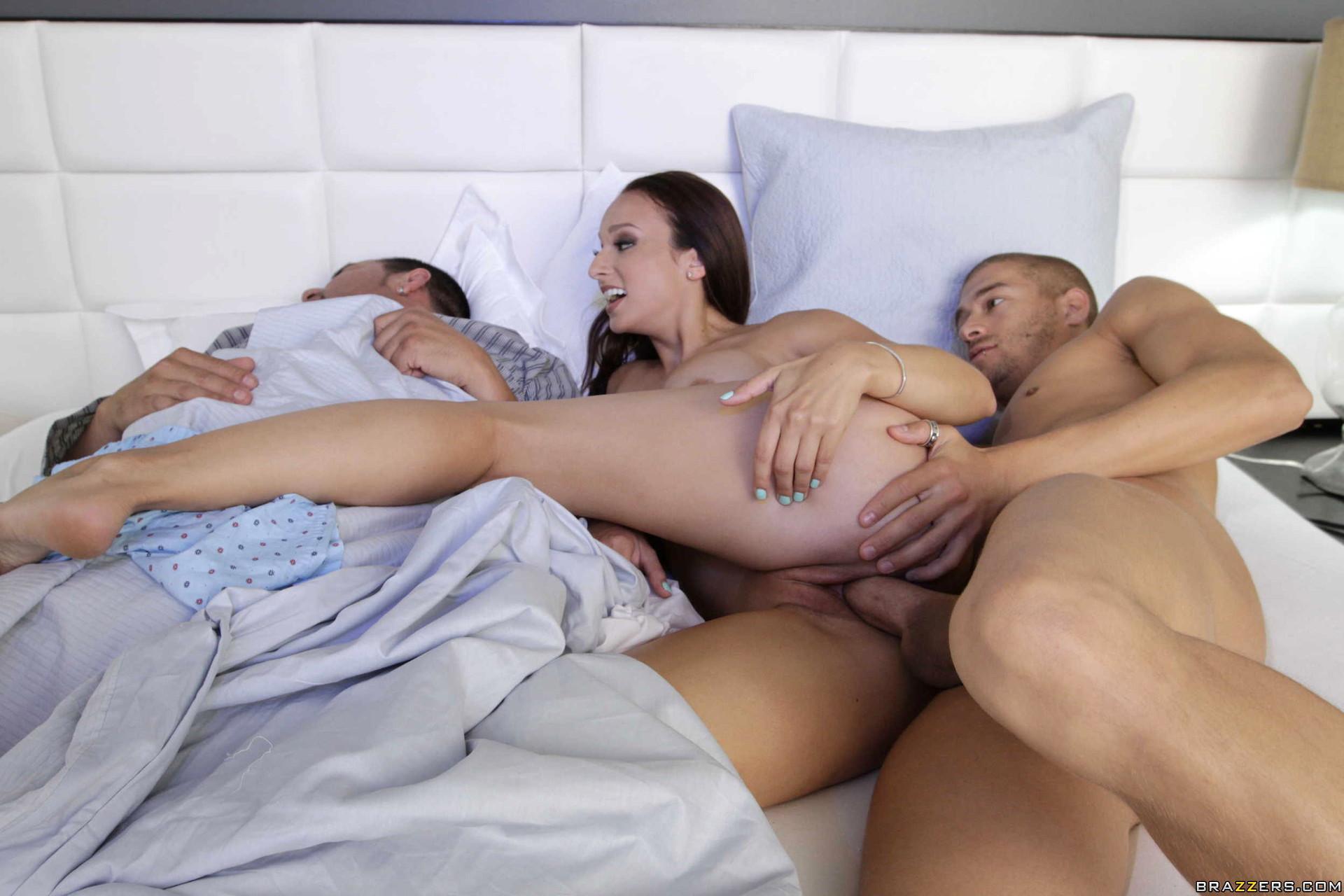Русское порно муж спит жена изменяет