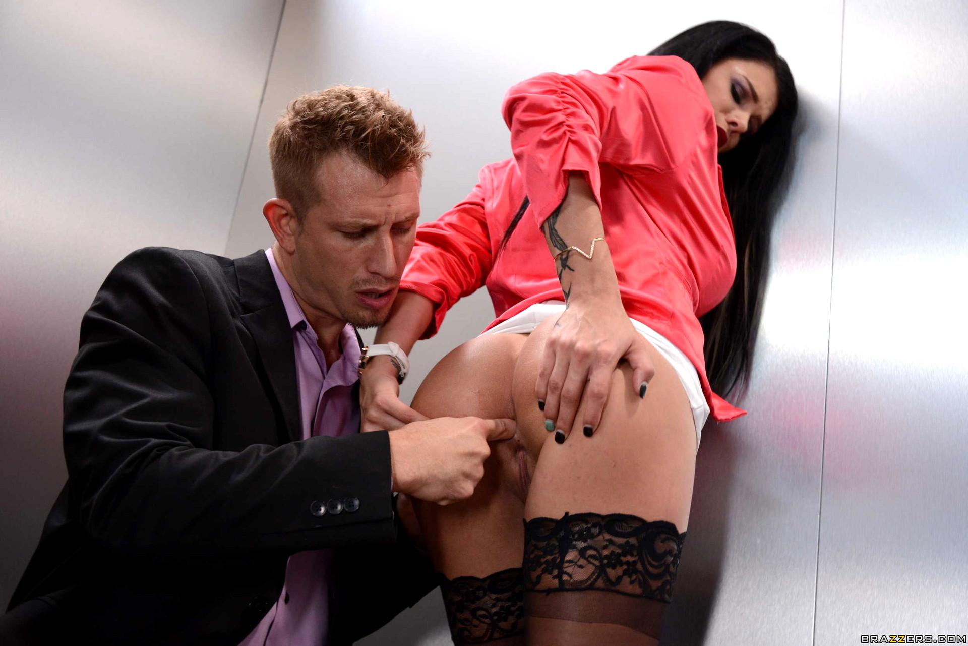 порно анал на улице или в лифте - 7