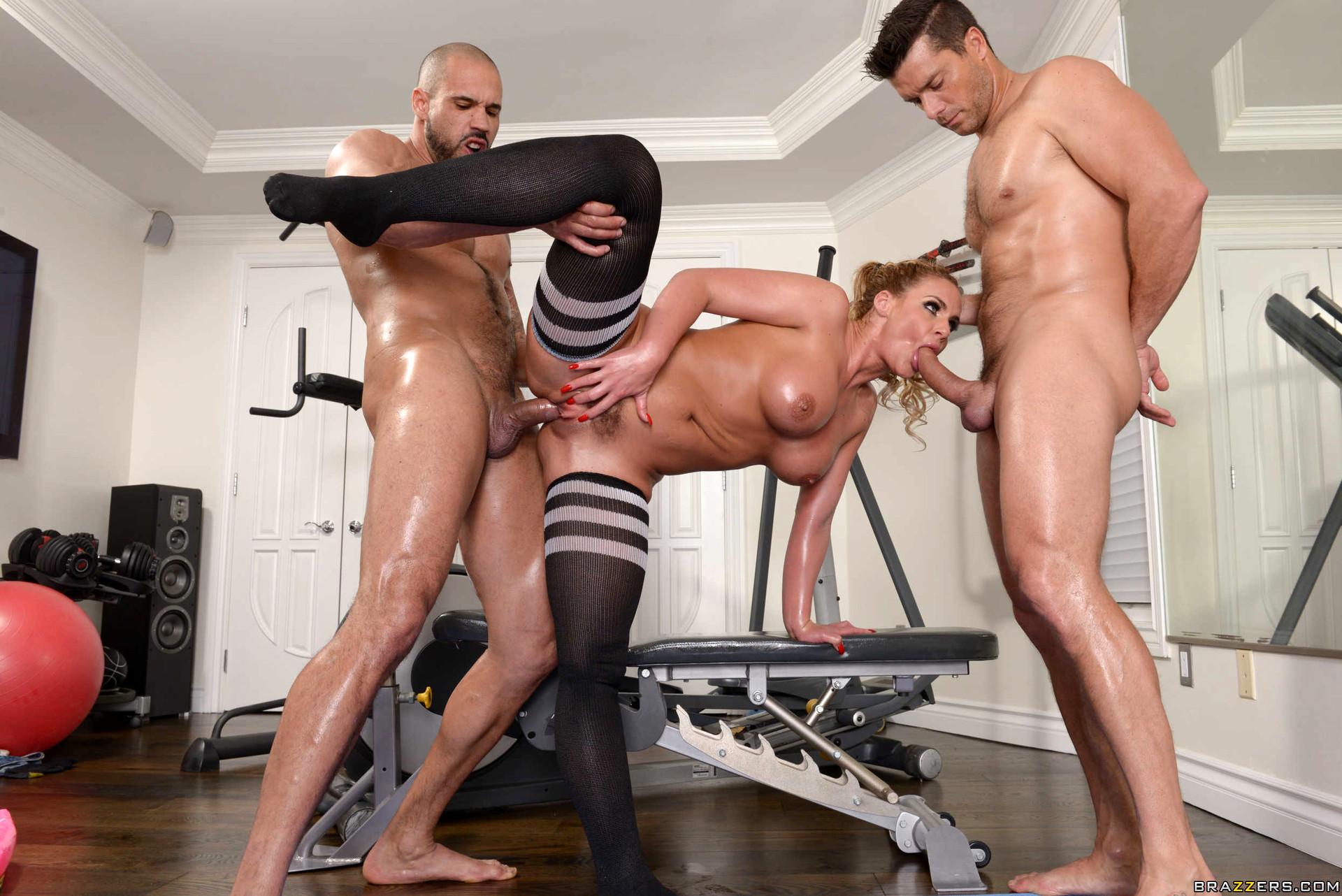 что девочки два мужика и телка в спортзале другим данным, автором