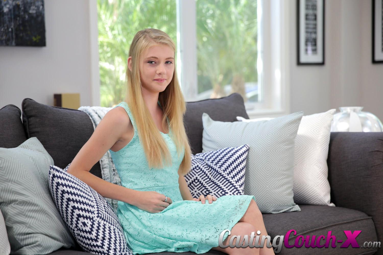 Petite Ebenholz teen auf casting couch