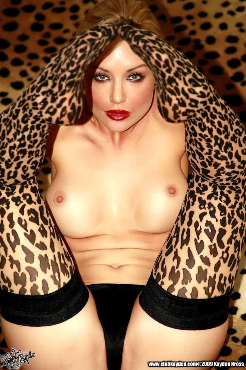 смотреть видео секси девушка в леопардовом белье трахается первой
