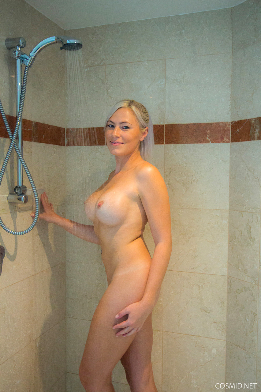 naked-in-shower-amature-hot-girl-gagara-nude-photo