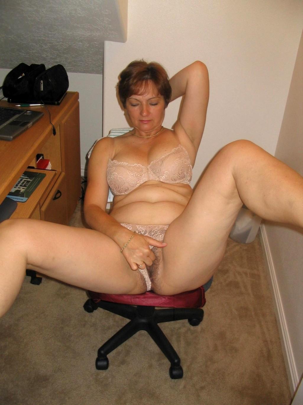 Зрелые женщины на дому порно
