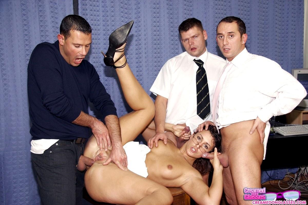 Фильм порно групповой выбор секретарши — pic 1