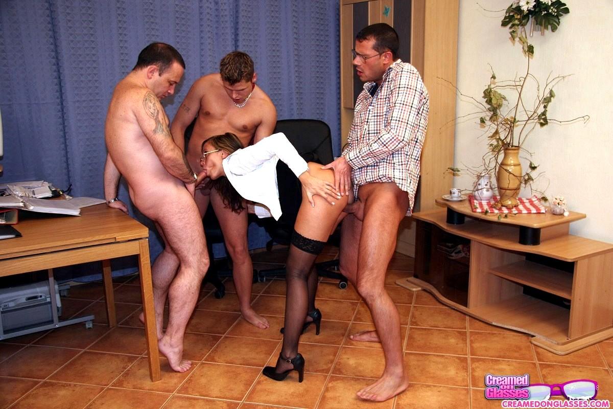Муж привел жену начальнику порно