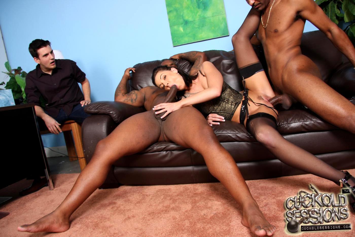 Сексуальная секретарша у негра