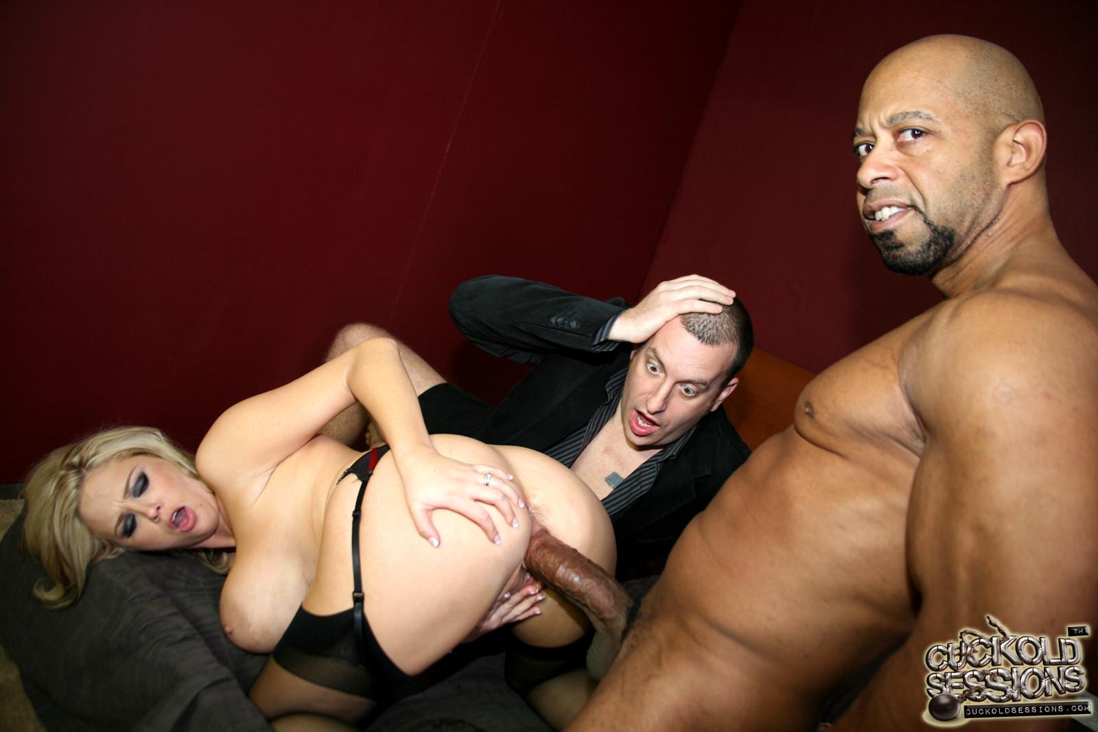 Фероссосо порно муж наблюдает как негр трахает жену