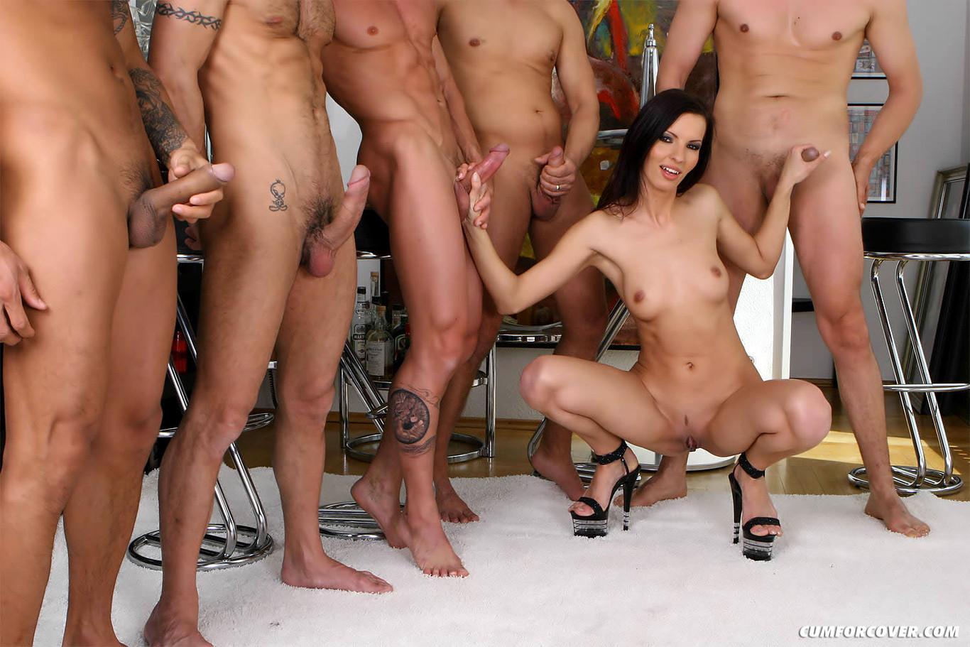 Порно Сосет Толпе По Очереди