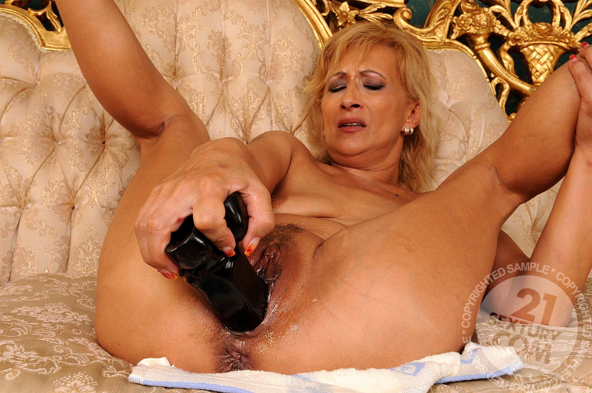 Granny Fisted By Her Niece Till She Squirts