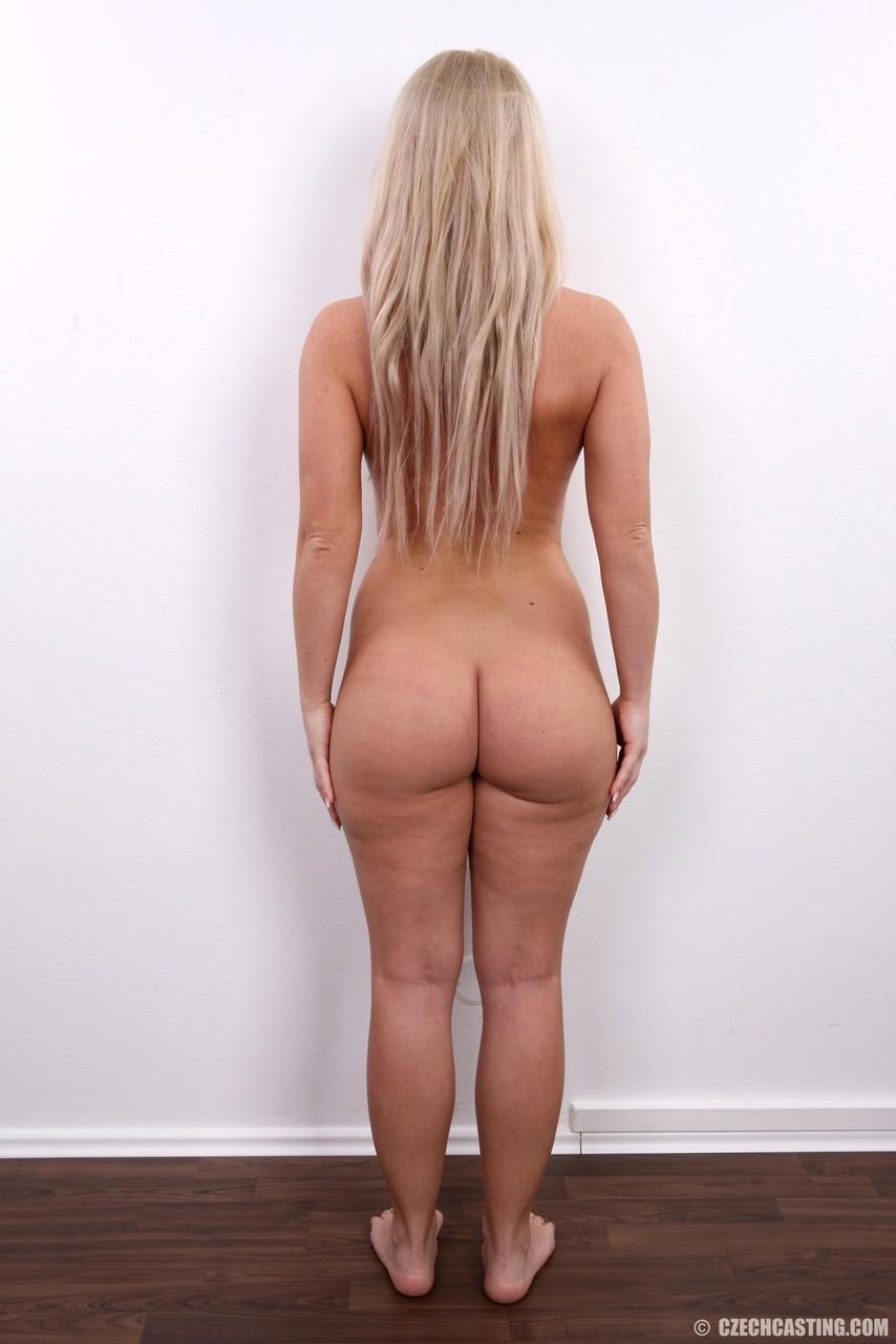 блондинка на кастинге поперхнулась
