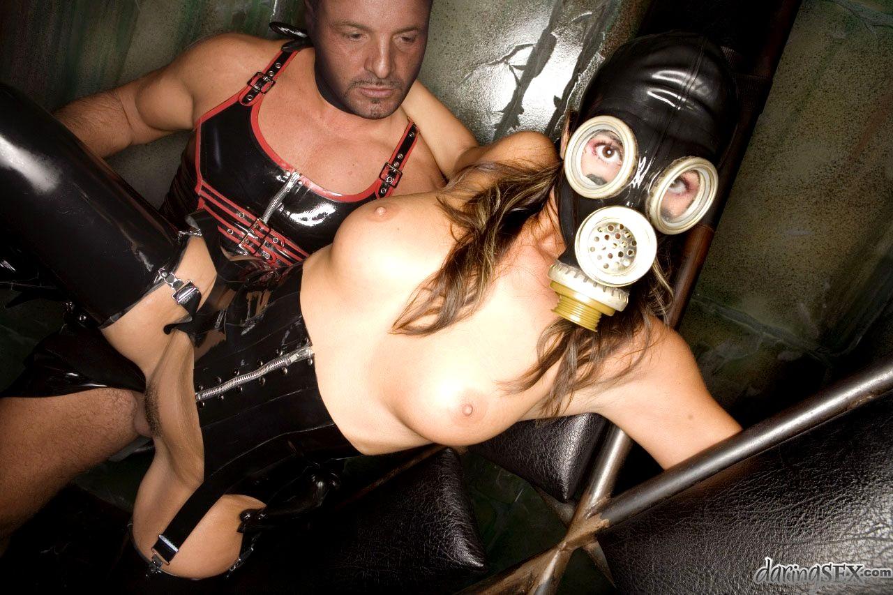Девушка в противогазе русское порно — pic 2
