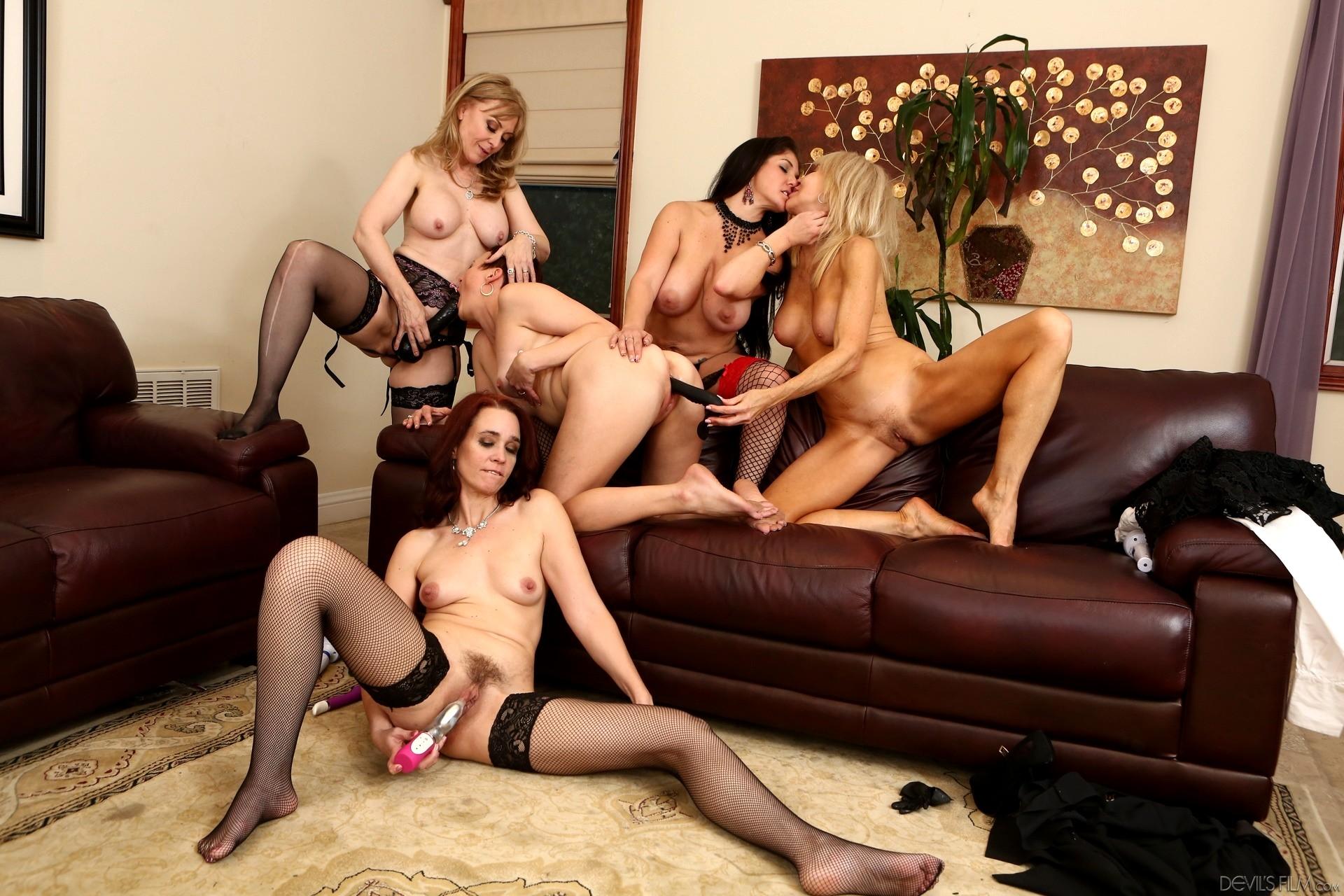 Hot girl nude massage