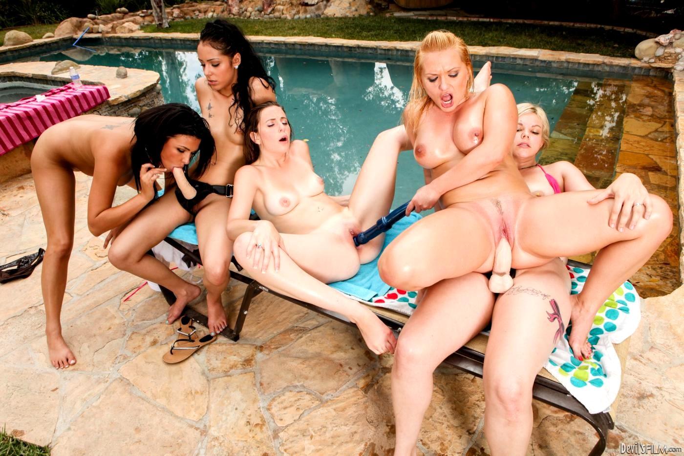Смотреть оргию русских в бассейне, гиг порно бассейн видео смотреть HD порно бесплатно 23 фотография