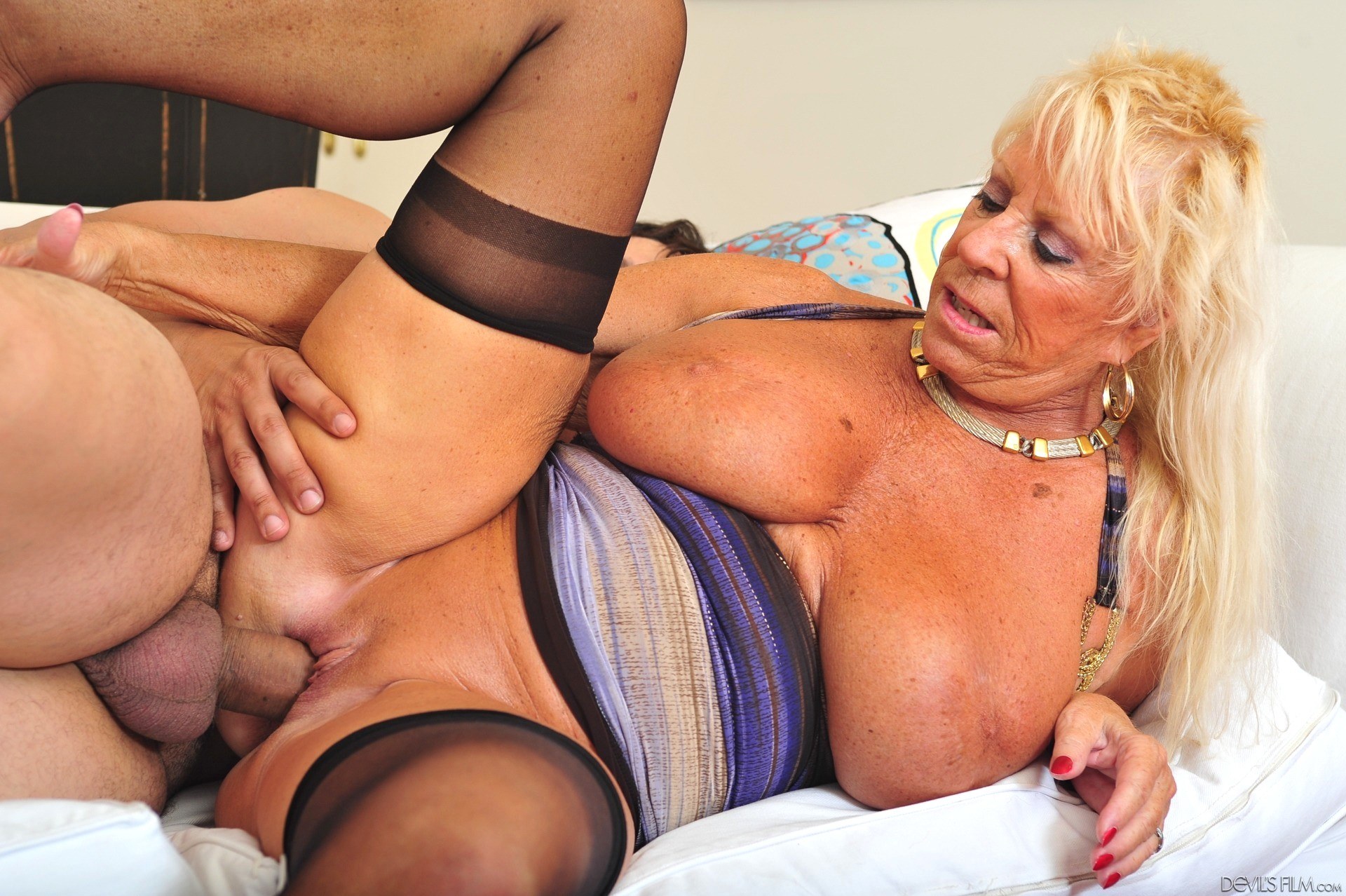 Sex Galery Pics With Granny Latex