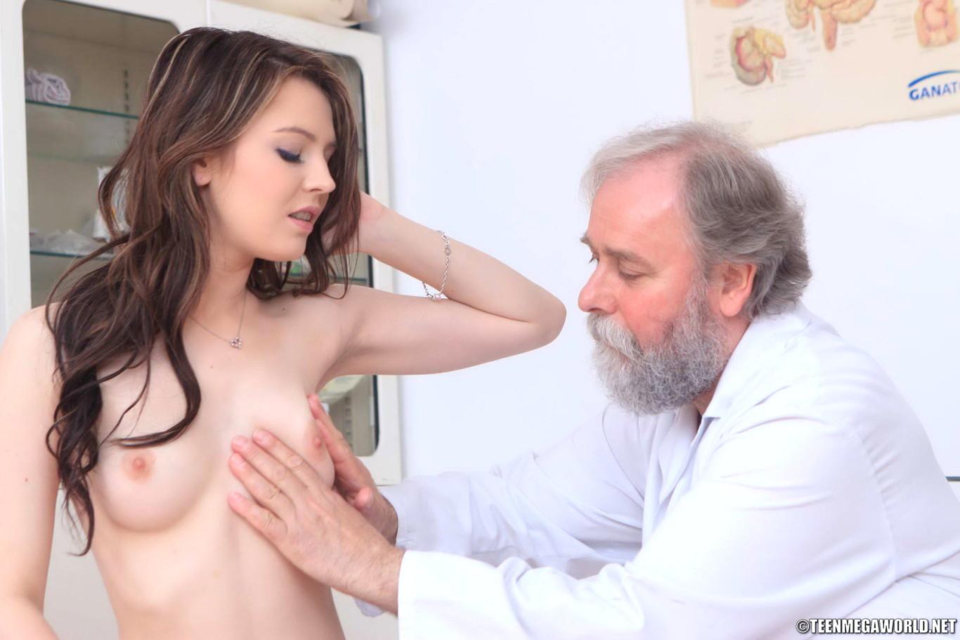 Пожилые мужики щупают груди молодых женщин фотографии зрелых женщин