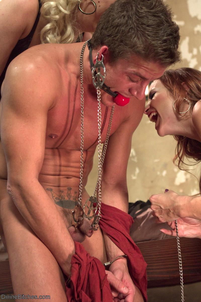 посмотреть порно как телки извращаются над мужиками главное