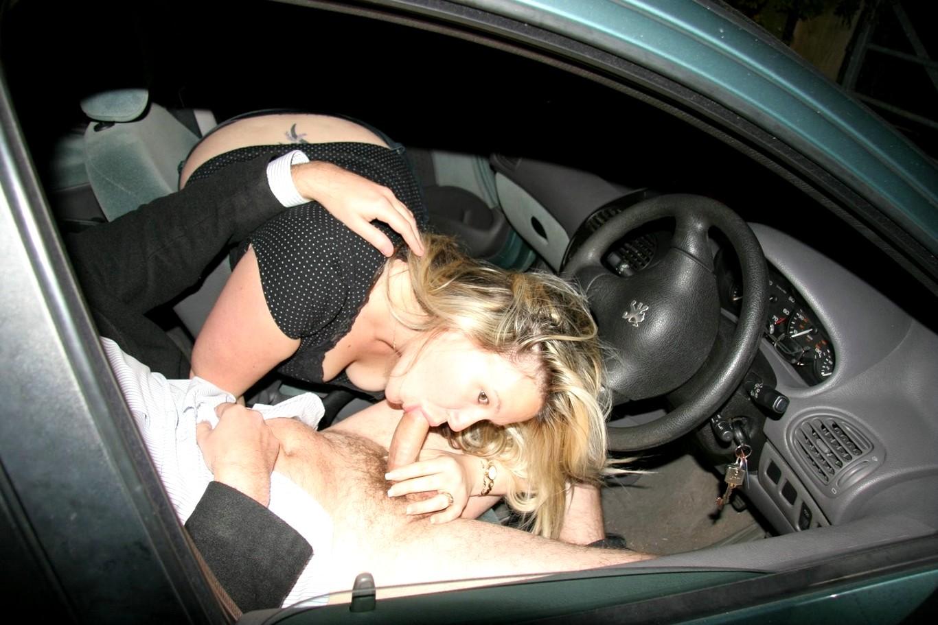 Секс фото на дорогах, Боевая красотка ебет прямо на трассе - порно фото 1 фотография