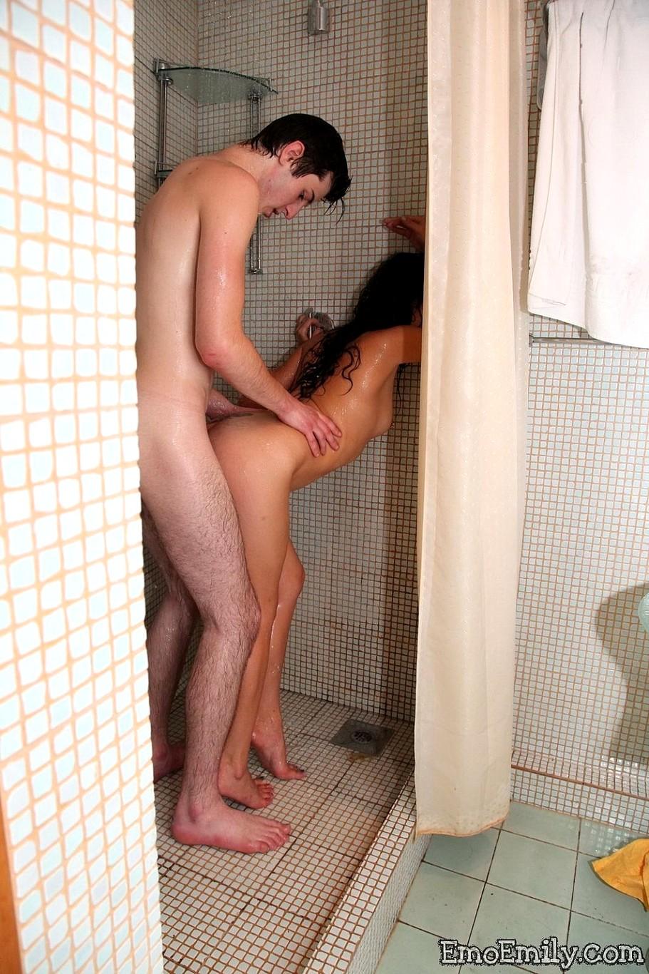 seks-devushki-v-dushe
