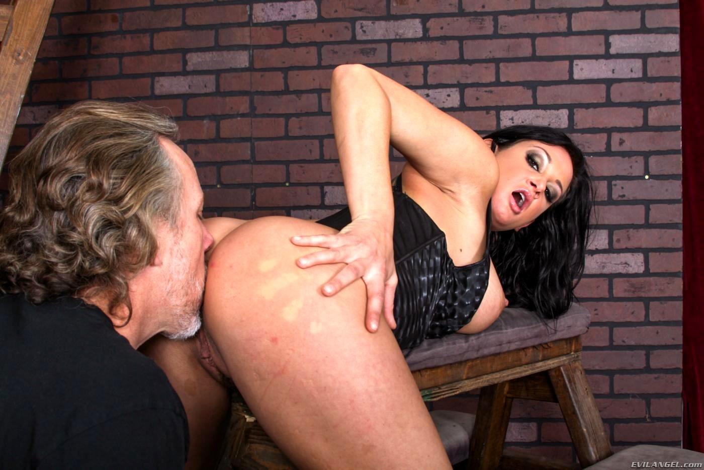 выростут крылья порно лизание задниц госпоже проснулась того что