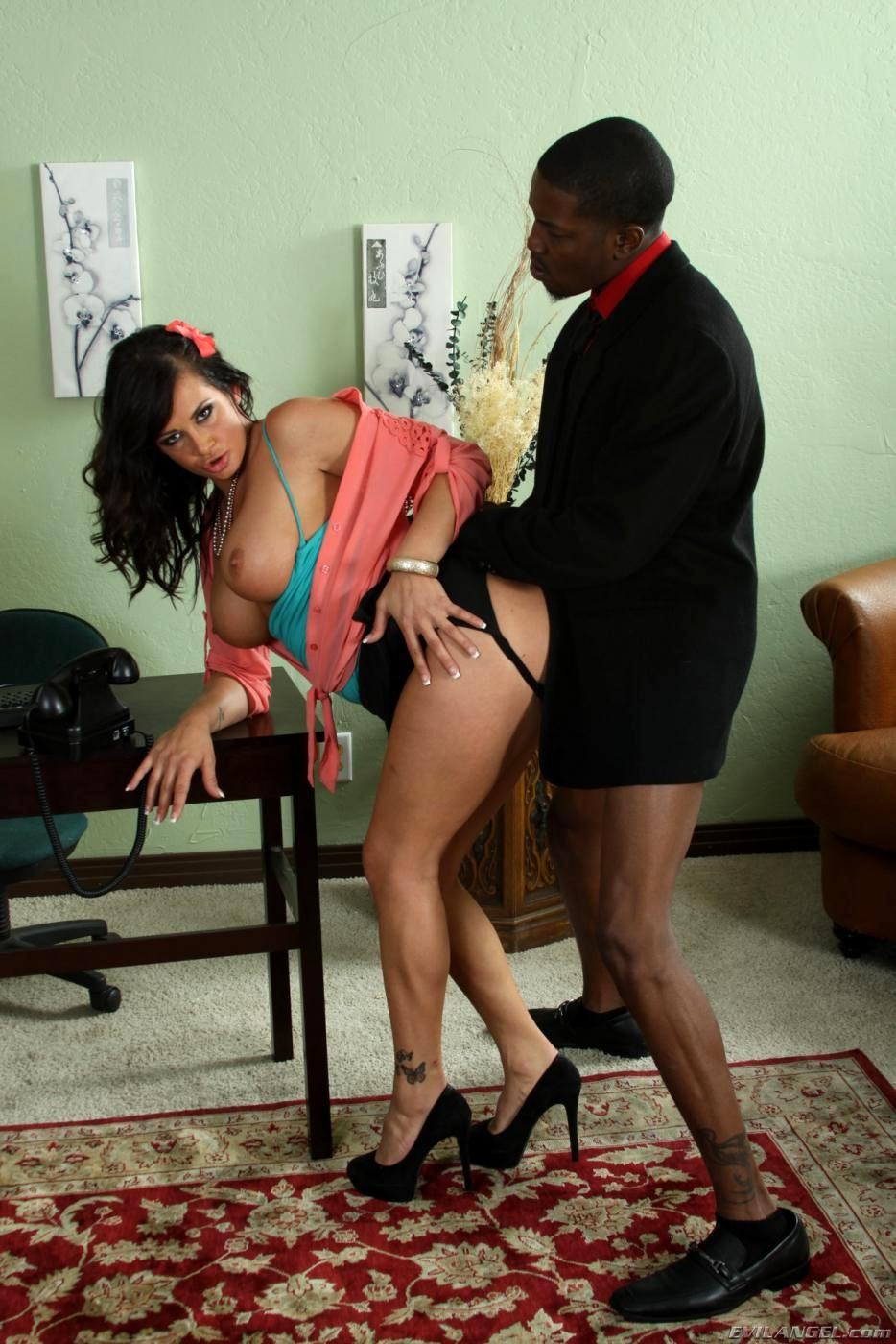 мужчина уходит секретарша хочет негра кстати